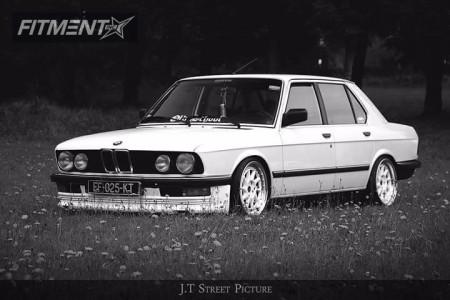 1984 BMW 525i - 17x8 25mm - Japan Racing JR26 - Lowering Springs - 195/40R17
